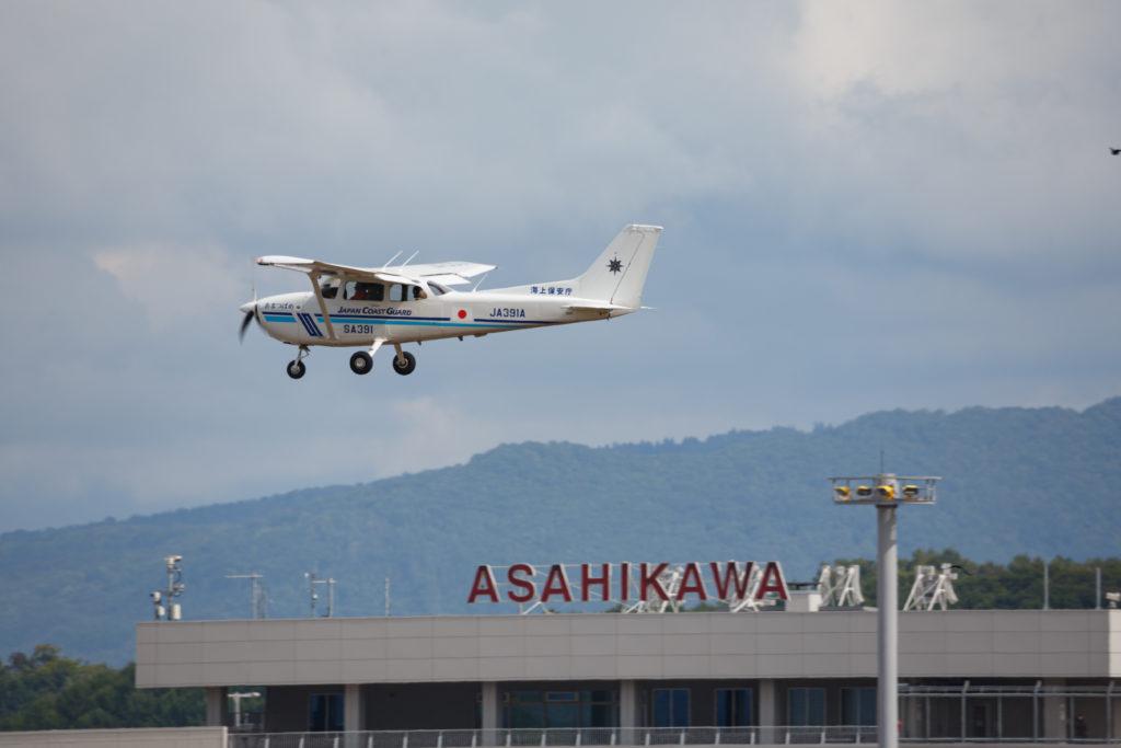 旭川に飛来する海上保安庁機