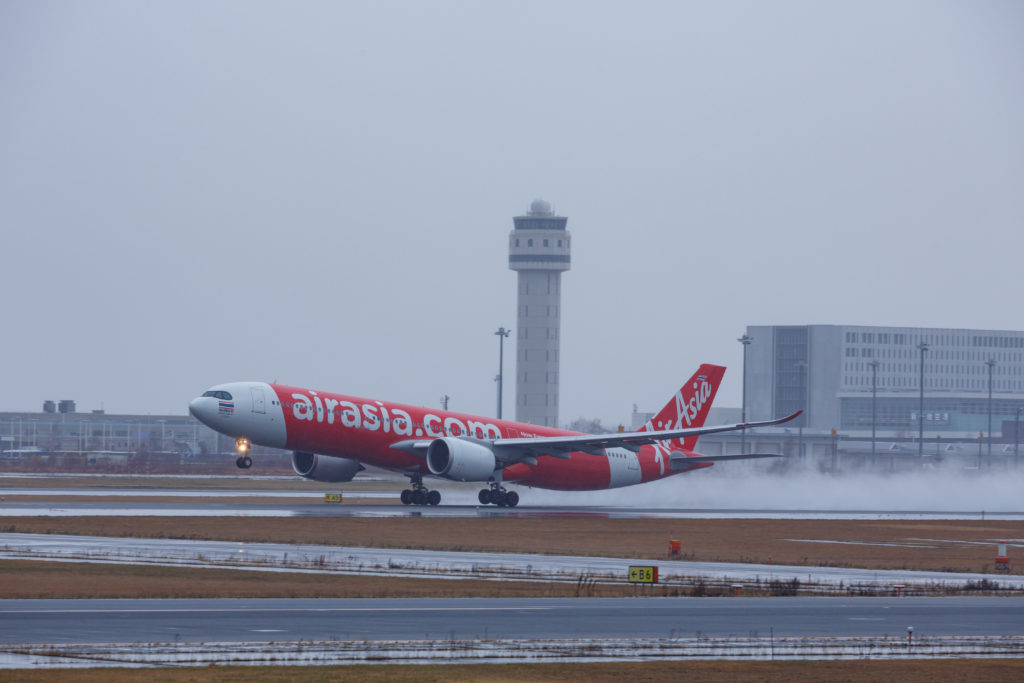 雨の日の離陸機
