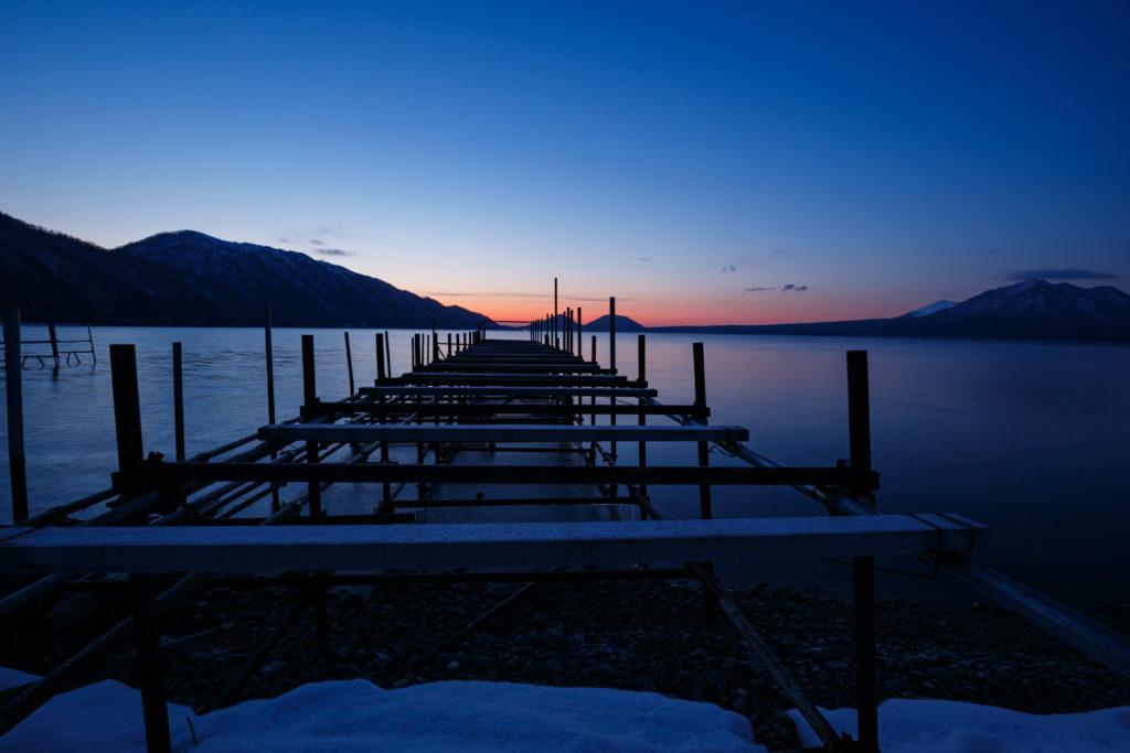 支笏湖の朝焼け